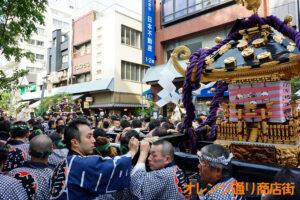 三社祭-神輿すれ違い